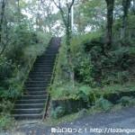塩尾寺の手前の林道のわきにある石段の近道