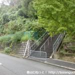 阿武山古墳に行く途中の住宅街の階段