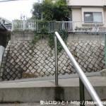 阿武山古墳に行く途中の住宅街の階段を上がったところ
