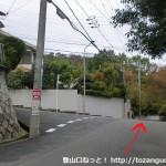 阿武山古墳に行く途中の住宅街の階段を上がって右に進んだところ
