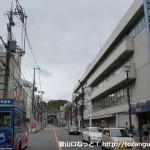 JR高槻駅北口の西武百貨店前の車道