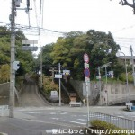 JR高槻駅から北に進み府道67号線に出合うところ