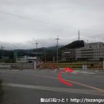 府道79号線が名神高速をくぐった先で右に入るところ