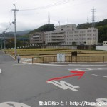 府道79号線が名神高速をくぐった先で右に入ったところの辻