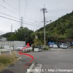 金竜寺跡に行く途中にある金竜寺跡の案内板前のすぐ先を左に入るところ