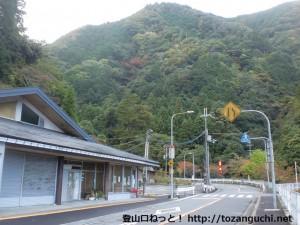 光滝ダムの新関屋橋にあるトイレ前