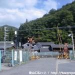 南海電鉄の天見駅前の踏切
