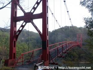 三石山の登山口となる杉村公園の丸尾橋