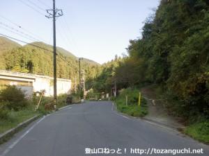 石ブテ林道の入口