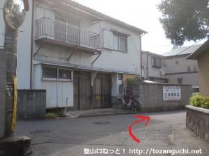 久米田駅から久米田バス停に行く途中の民家の前