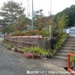 水呑地蔵バス停横の清水地蔵尊の駐車場の前付近