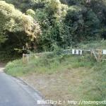 紀泉わいわい村の入口近くにある梵天山(ボンデン山)登山口)