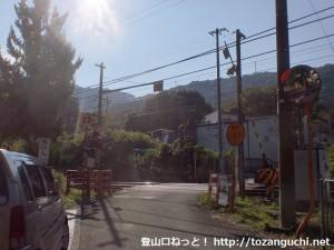 山中渓駅南側の踏切