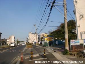 みさき公園駅の東側のT字路入口