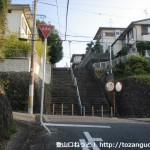 みさき公園駅から飯盛山の登山口に行く途中の住宅街の階段