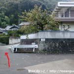 孝子駅前から孝子の森に行く途中の住宅街の分岐1