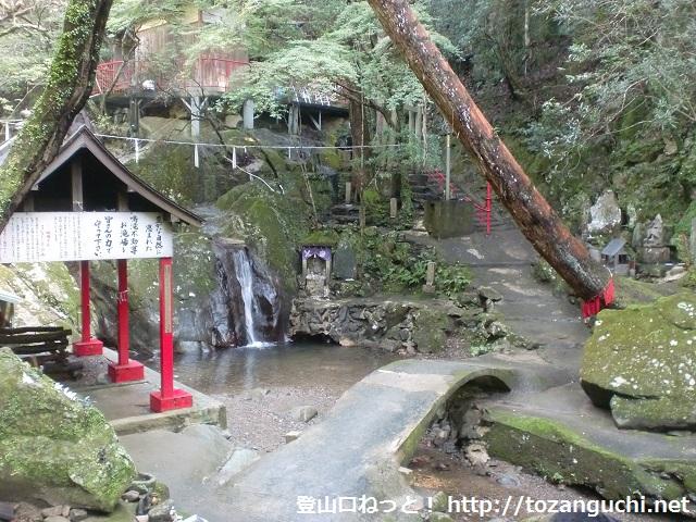 岩神山と札立山の登山口 鳴滝不動尊にアクセスする方法