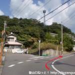 六十谷駅から岩神山の登山口に行く途中の車道