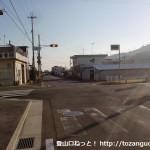 紀ノ川に架かる三谷橋北詰の交差点