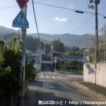 三谷小学校前(県道13号線側)