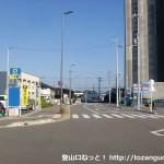 JR海南駅の東口前の車道