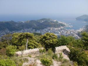 清水山山頂(清水山城本丸跡)たか見下ろす厳原港の画像