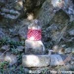 白馬山の登山口手前の林道分岐にある地蔵1