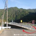 笠松バス停横から国道の下に降りるところ