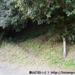 野中の清水のすぐ横にある継桜王子(熊野古道)への登り口