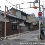 JR柳本駅(JR桜井線)の東口前にある崇神天皇陵に向かう小路