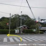 JR柳本駅(JR桜井線)の東口前にある崇神天皇陵に向かう小路から国道169号線に出たところ
