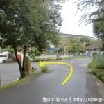 飛鳥中学校前を左に入る