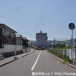 JR玖波駅南側の線路沿いの車道