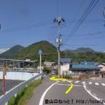 県道42号線から西山社に向かう途中の向田橋前