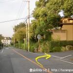 大野浦駅から経小屋山の登山口に行く途中の宮浜バス停前のT字路