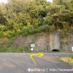 大野浦駅から経小屋山の登山口に行く途中の宮浜温泉温泉源前のT字路