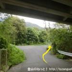 大野浦駅から経小屋山の登山口に行く途中の国道2号線のバイパス(広島岩国道路)の高架下をくぐるところ