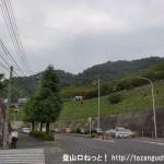 新井口駅北側の広い車道