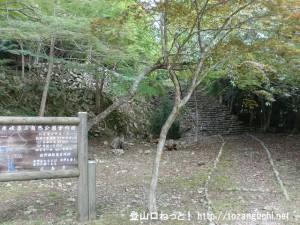 南原峡の第一キャンプ場の石段前