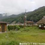 鍋谷城址の登り口に行く途中にあるトイレのある休憩所