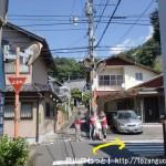 大師寺の手前で路地を右折するところ