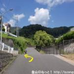 瀬野川中学校の入口前