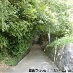 蓮華寺に行く途中の細道に入るところ