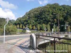 JR入野駅前の橋