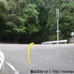 瀧野バス停から車道が県道28号線に出合う所