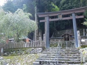薊岳の登山口となる大又の笹野神社