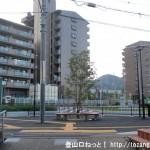 JR津田駅のガード下をくぐり駅の東側に出たところ