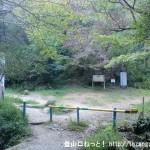 京阪電車の私市駅から交野山と月ノ輪ノ滝の登山口の前