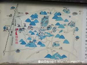 四条畷神社前に設置してある周辺のハイキングコースの案内板