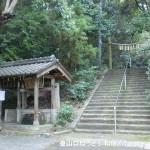 掃守神社の石段前